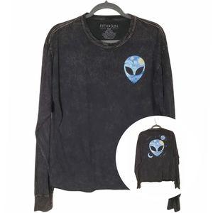 3/$30 💋 Fifth Sun Alien Long-Sleeve Tee